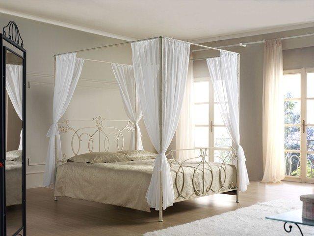 Letto a baldacchino o no il letto pi romantico - Baldacchino per letto matrimoniale ...